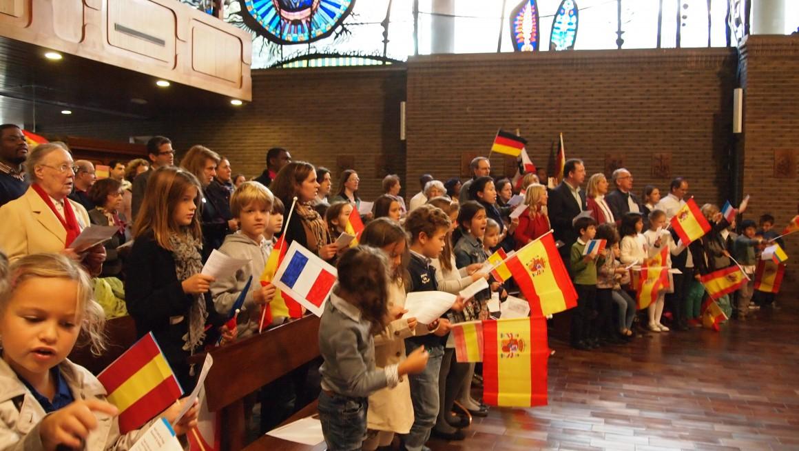 Madrid, assemblée enfants et drapeaux